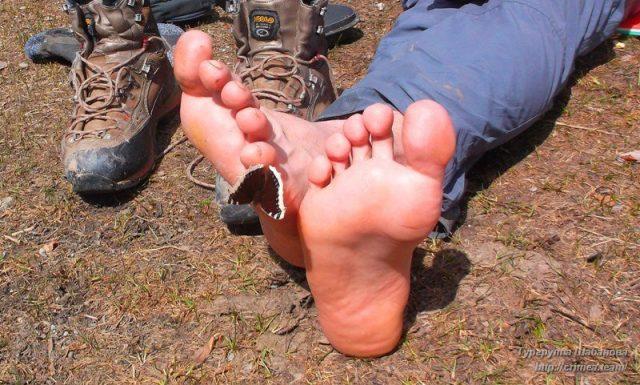 Просушить на стоянке ботинки, носки и дать отдохнуть ногам — обязательно!