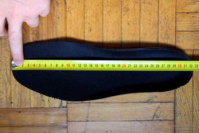 Узнайте длину: приложите рулетку и не выгибайте её по стельке.